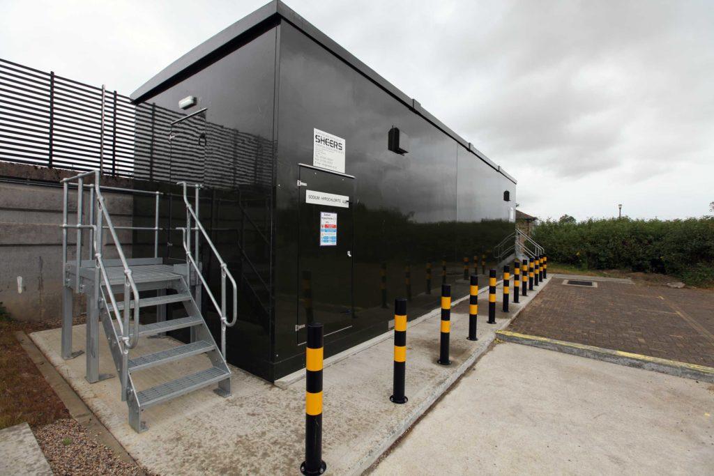 Chemical treatment kiosk on site